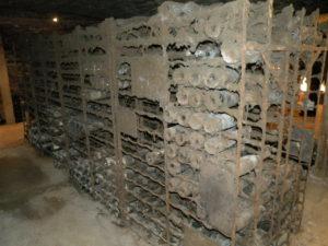stoffige wijnflessen in de Zuid-Bourgogne
